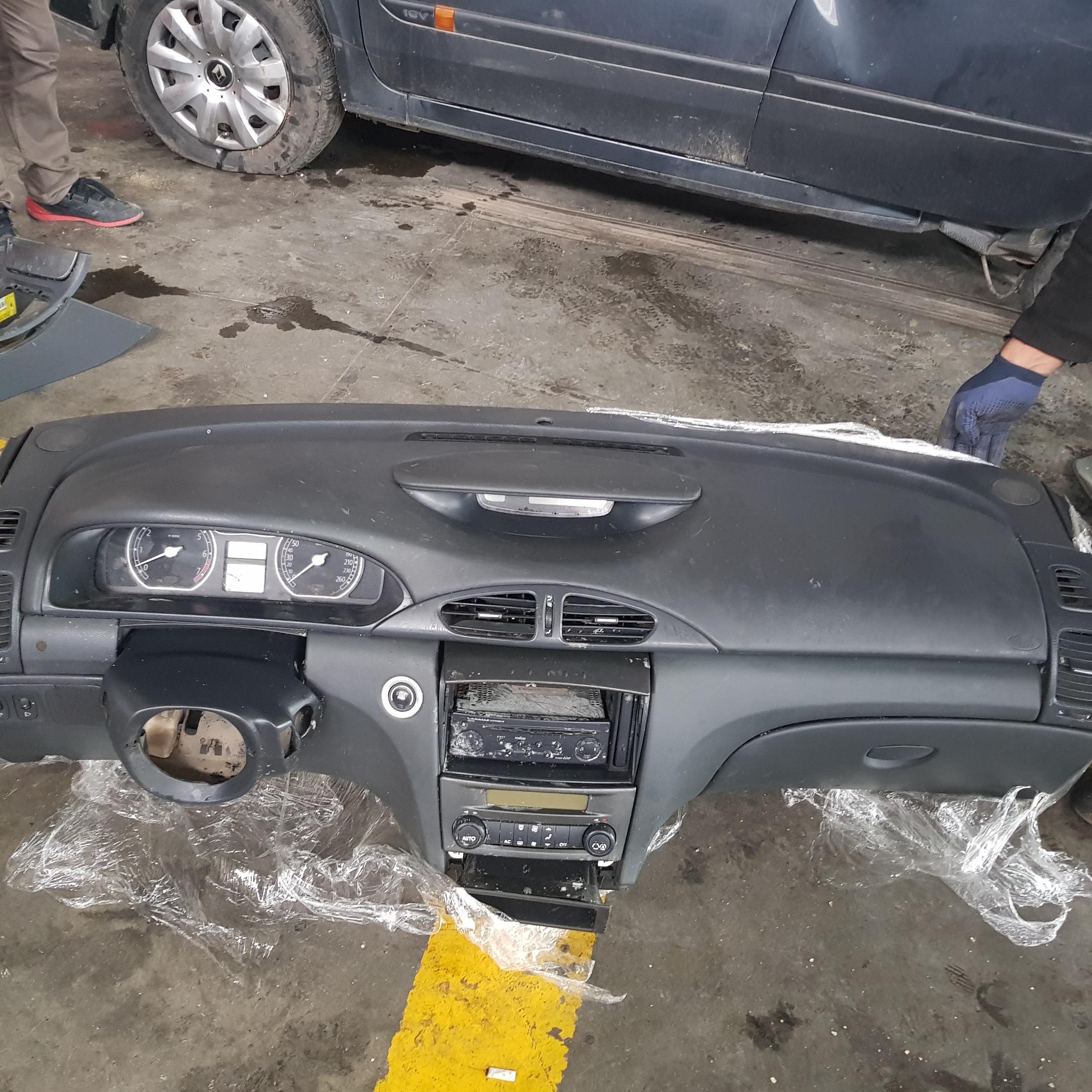 Renault Laguna 2 Cikma Gogus Turkiyenin Oto Cikma Merkezi Otocikma Com Da